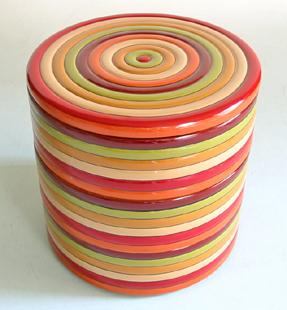 縁起が良く、食卓が華やぐ、色とりどりの漆塗り