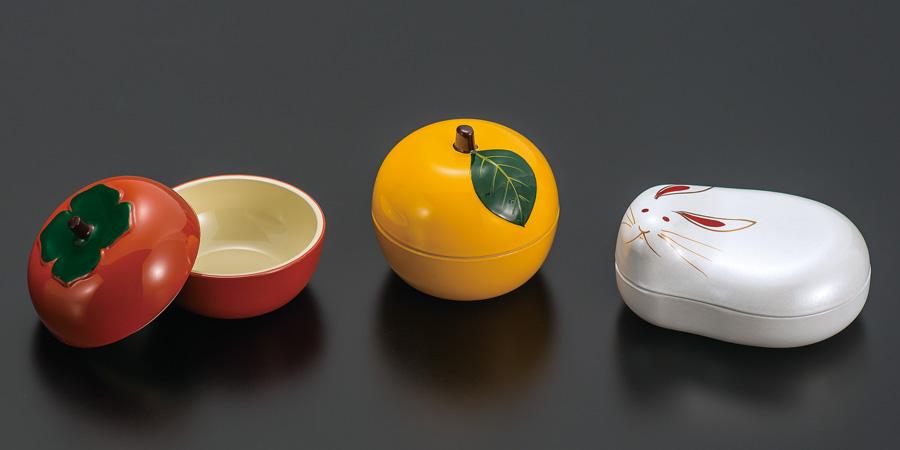 漆器の食卓の小物