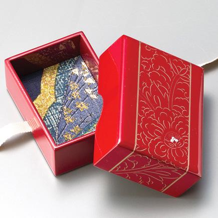 牡丹彫 小箱 朱 【送料無料】 漆塗り・木製